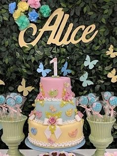 Cake Table Birthday, Baby Birthday Cakes, Baby Girl 1st Birthday, Flower Party Themes, Birthday Party Decorations, Birthday Parties, Butterfly Garden Party, Butterfly Birthday Party, Rainbow First Birthday