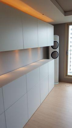 이케아 besta 수납장 : 네이버 블로그 Home Interior Design, Ikea Kitchen, Office Furnishing, Home Room Design, Luxury Modern Homes, Interior, House Interior, Luxury House Designs, Living Room Storage