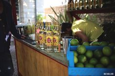 La célèbre marque de rhum Havana Club s'installe à Paris pour initier à l'art du Mojito cubain. #streetmarketing #marketing Street Marketing, Mojito, Paris, Montmartre Paris, Paris France