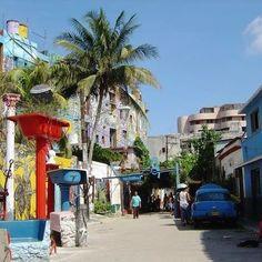 Bizimle birlikte zamanda yolculuğa var mısınız? Sizleri 1940'lara, 1950'lere, 1960'lara götürmek istiyoruz... Dünya üzerindeki en güzel topraklara gidiyoruz. Hemen herkesin rüyalarını süsleyen ülke Küba'da 1 Mayıs İşçi bayramını kutlayacağız... Eski Havana'yı o sokak senin bu sokak benim dolaşacağız Latin ezgileri eşliğinde... Rengarenk 40'lı, 50'li yıllardan kalma Amerikan arabaları ve sarı coco taksiler ile gezmediğimiz yer kalmayacak.  #cuba #havana #1mayıs #küba #cocotaxi #tatil #gezi…