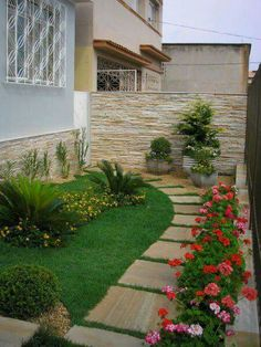 Front Yard Garden Design Give your backyard or front lawn a fresh look this season with these gorgeous garden design ideas. Diy Garden, Garden Paths, Garden Ideas, Dream Garden, Small Gardens, Outdoor Gardens, Indoor Outdoor, Modern Gardens, Tropical Gardens