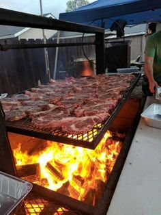 This bbq 😍 Backyard Bbq Pit, Backyard Kitchen, Outdoor Kitchen Design, Barbecue Pit, Bbq Grill, Outdoor Oven, Outdoor Cooking, Asado Grill, Open Fire Cooking
