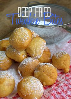 Deep Fried Twinkies Bites, a fun State Fair food in bite size! Deep Fried Desserts, Deep Fried Recipes, Donut Recipes, Cooking Recipes, Delicious Desserts, Dessert Recipes, Yummy Food, Deep Fried Twinkies, Donuts
