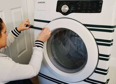 Relooker la machine à laver avec washi tape  http://www.homelisty.com/integrer-lave-linge-deco/