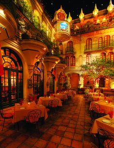 The Spanish Patio of the Mission Inn in Downtown Riverside, California California Missions, Riverside California, Southern California, Spanish Patio, Riverside Hotel, Riverside County, Lokal, Travel Aesthetic, Hotel Spa