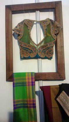blouse Choli Designs, Sari Blouse Designs, Saree Blouse Patterns, Designer Blouse Patterns, Blouse Styles, Beautiful Blouses, Beautiful Saree, Indian Attire, Indian Outfits
