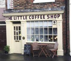 Eksterior little coffee shop My Coffee Shop, Little's Coffee, I Love Coffee, Coffee Cafe, Coffee Break, Coffee Shops, Drinking Coffee, Black Coffee, Café Bar
