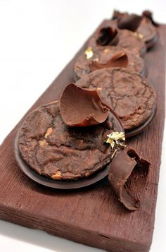 Christophe Michalak : Sablés chocolat amande Chocolate World, Chocolate Dreams, Chef Recipes, Cookie Recipes, Dessert Recipes, Chocolate Cookies, Chocolate Desserts, Mini Desserts, Delicious Desserts