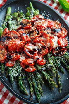 Tomato Recipes Balsamic Parmesan Roasted Asparagus and Tomatoes - Roasted asparagus and tomatoes covered in melted parmesan and drizzled with a balsamic reduction. Side Dish Recipes, Veggie Recipes, Vegetarian Recipes, Cooking Recipes, Healthy Recipes, Summer Vegetable Recipes, Cooking Dishes, Parmesan Recipes, Recipes Dinner