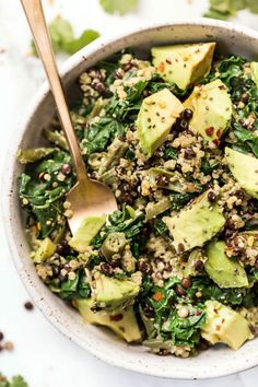 Add fresh jalapeño / We're just loving this HIGH PROTEIN Superfood Kale, Lentil & Quinoa Salad lately! Made with kale and green beans, then tossed in a vegan creamy cilantro-lime dressing. It's easy, gluten-free, and super healthy! Lentil Quinoa Salad, Quinoa Salat, Quinoa Salad Recipes, Vegetarian Recipes, Healthy Recipes, Couscous Salad, Clean Eating Snacks, Healthy Eating, Whole Food Recipes