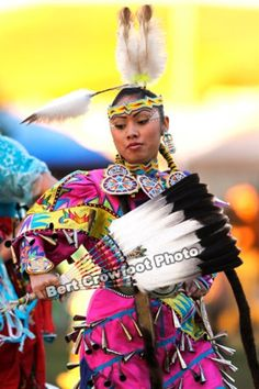 Jingle Dress Dancer- Guide to powwow country.com