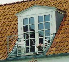 Altankviste kan laves af alle typer kviste, så de passer til din ejendom Attic Master Bedroom, Bedroom Balcony, Attic Rooms, Dormer Roof, Shed Dormer, Attic Conversion Balcony, Roof Design, House Design, Roof Balcony