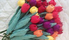 Terminei ontem as tulipas que foram para Salvador.... Serão lembranças de aniversáriuo de 60 anos da Solange. A Filha Vicktória vai fazer um...