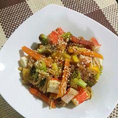 Ensalada dulce de pollo desmenuzado y palmito #LowCarb Excelente para esta noche Ingredientes Brócoli, zanahoria, calabacín, cebolla, palmitos, pollo desmenuzado. Aderezo de piña y un toque de ajonjolí tostado y pimienta negra molida. A disfrutar en camita #DatosFit #IdeasFit #VidaSaludable #NoEsDieta #ComidaSaludable #Dinner #FitDinner #HealthyFood #HealthyLiving #GinaFit #ComidaSana #ComeSano #ComeLimpio #EatClean #Healthy #HealthyLife #Health #VidaSana #Fit #Fitness #FoodPorn #FoodPics…
