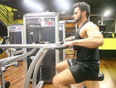Remada Máquina Pegada Pronada. Grupos musculares: Costas, Antebraço, Bíceps…