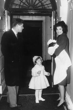 John & Jackie Kennedy & children.
