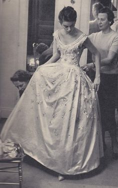 Vintage Wedding Gown by Dior 1958 Dior Vintage, Vintage Gowns, Vintage Mode, Vintage Couture, Vintage Bridal, Vintage Glamour, Vintage Fashion, Vintage Weddings, Dress Vintage