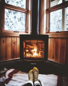 This makes me feel all cosy and autumnal, warming the feet by the fire while sat on a blanket.