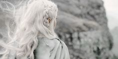 Hair white as sea foam, his dark as crows' feathers. Hair white as sea foam, his dark as crows Elf Rogue, Daenerys Targaryen Aesthetic, Modelo Albino, Hawke Dragon Age, Coiffure Hair, Yennefer Of Vengerberg, The Ancient Magus Bride, Accel World, The Grisha Trilogy