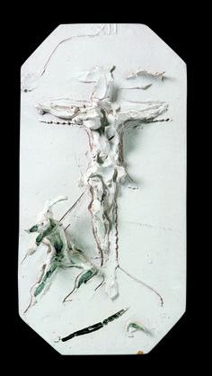 Lucio Fontana, Via Crucis Bianca, XII Stazione: Gesù muore sulla croce, ceramica smaltata
