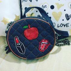 Apaixonada por essa bolsinha maraaa!!! By Jóia Rara acessórios!! Acabou de abrir ali na galeria do Brasão Supermercado!!! Muitas tendências!! Bora lá???
