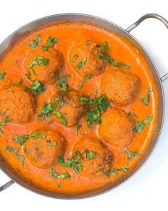 Kartoffelbällchen in scharfer Curry-Soße