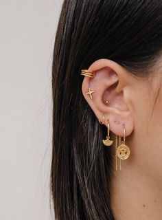 The ear piercings our editors are getting for fall. - Jewelry Image - The ear piercings our editors are getting for fall. The ear piercings our editors are getting for fall. Ear Jewelry, Cute Jewelry, Body Jewelry, Jewelery, Jewelry Accessories, Jewellery Earrings, Gold Jewellery, Gold Earrings, Silver Jewelry