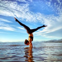 Amazing shot courtesy of @AlissaYoga. She is featured in the Lush Bra & Moto Legging. #aloyoga #beagoddess