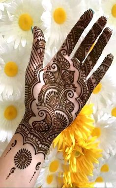 Browse thousands of Bridal Mehndi Designs on HappyShappy this year. You can save simple and latest designs for leg, hands, bride and for the wedding occasion. Henna Tattoo Designs Simple, Full Mehndi Designs, Mehndi Designs For Girls, Mehndi Designs For Beginners, Stylish Mehndi Designs, Mehndi Design Photos, Wedding Mehndi Designs, Mehndi Designs For Fingers, Beautiful Henna Designs