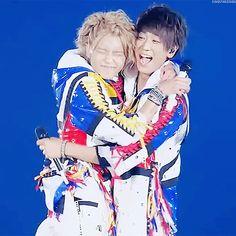 Koyama Tegoshi hug!!