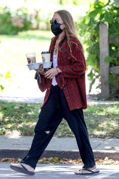 Ashley Olsen Style, Olsen Twins Style, Mary Kate Ashley, Look Boho, Grunge Look, Layered Look, Jeans, Lounge Wear, Celebrity Style