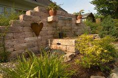 Vermont®-Bruchsteinmauer - Die erst gebrochenen und anschließend gealterten Oberflächen sorgen mit ihren nuancierten Farben für ein natürliches Flair. Die Steine sind besonders einfach zu verarbeiten.