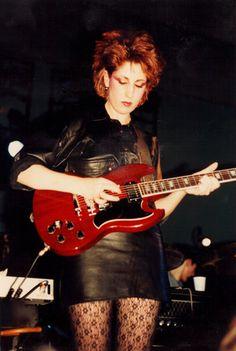 Gillian Gilbert (New Order) Gillian Gilbert, Ian Curtis, Joy Division, Post Punk, Alternative Girls, 80s Fashion, Rock Music, Well Dressed, Rock Bands