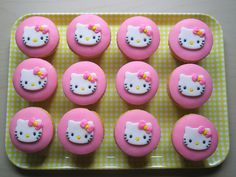 Hello Kitty Cupcakes for my Jpop/Kpop karaoke theme party. Cupcakes Design, Kid Cupcakes, Pretty Cupcakes, Yummy Cupcakes, Ladybug Cupcakes, Snowman Cupcakes, Princess Cupcakes, Pull Apart Cupcakes, Hello Kitty Fondant
