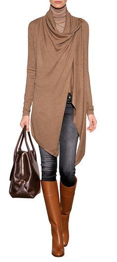Zu Jeans, Leder-Pants oder Bleistiftröcken - der elegante Wrap-Cardigan aus feiner Viskose und Kaschmir von Ralph Lauren Blue Label ist ein femininer Alltime-Favorite #Stylebop