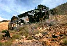 In the Cerbat Mountains gold and silver deposits were discovered in the In no time several small towns sprang up as prospectors and miners came. Abandoned Buildings, Abandoned Places, Arizona Ghost Towns, Rock Hunting, Into The West, Mountain Range, Old West, Small Towns, Us Travel