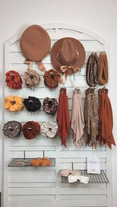 Boutique Interior, Diy Hair Accessories, Fashion Accessories, Diy Hair Scrunchies, Hair Rubber Bands, Accesorios Casual, Scarf Hairstyles, Mode Style, Store Design