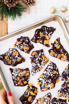Coconut oil based and maple-sweetened Chocolate Almond Bark - A healthier edible Christmas gift that will impress. #sponsored #recipe #christmasgifts #healthyfood #chocolates