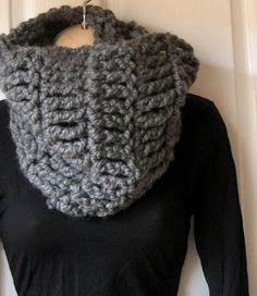 SUPER CUTE!! Just what I was looking for. Definitely making this for the Winter |Mel P Designs: Free Super Chunky Cowl Crochet Pattern
