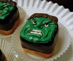 the hulk cupcakes made by my talented mother over at oven lovin cakes and cookies