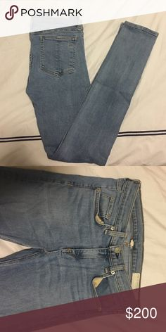 Never worn Rag & Bone light wash skinny jeans Never worn cute very cute skinny jeans. Nothing is wrong with them! Got as a gift and they were a size too small  rag & bone Jeans Skinny