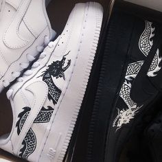 Custom hand painted Dragon Nike Air Force 1 🐲 Dragon on one shoe and painted tick on the other Sizes: UK Junior. Air Force One Shoes, Nike Air Force Ones, Custom Painted Shoes, Custom Shoes, Custom Af1, White Nike Shoes, Nike Air Shoes, Custom Air Force 1, Aesthetic Shoes