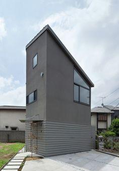 Small House with Floating Treehouse / Yuki Miyamoto Architect