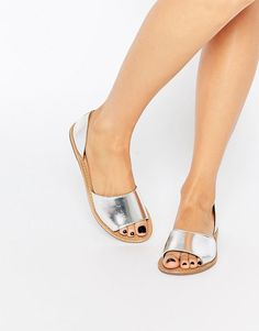 99 meilleures images du tableau inspiration-chauss   Beautiful shoes ... 43a7a3fc357e