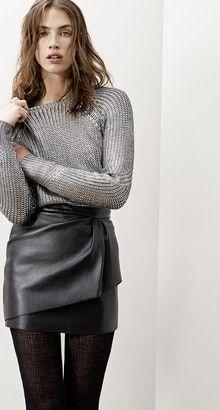 Pull en maille + jupe en cuir: le parfait combo! MAJE - Les lookbooks