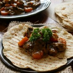 Moroccan Beef with Spiced Flatbread. Tender pieces of beef shin coated in a thick gravy and served with delicately spiced flat breads. Healthy Family Meals, Healthy Recipes For Weight Loss, Moroccan Beef, La Trattoria, Beef Recipes, Cooking Recipes, Spiced Beef, International Recipes, Couscous