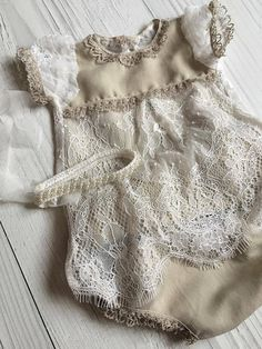 Cod280Newborn Lace Romper ivoryand olive от 4LittlePrincessProps Cute Girl Outfits, Baby Boy Outfits, Kids Outfits, Smocked Baby Clothes, Baby Kids Clothes, Baby Girl Patterns, Baby Clothes Patterns, Baby Girl Fashion, Kids Fashion
