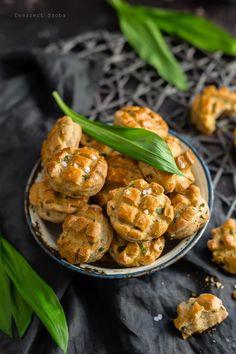 Medvehagymás-túrós pogácsa - DESSZERT SZOBA Shrimp, Meat, Food, Essen, Meals, Yemek, Eten
