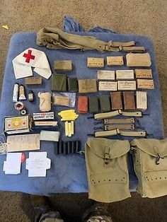 US Soldier Individual Medic Gear Combat Bag Pouch Equipment Kit Army Medic, Combat Medic, Belt Pouch, Pouch Bag, Betty Brosmer, Navy Corpsman, Battle Dress, First Aid Kit, Red Cross