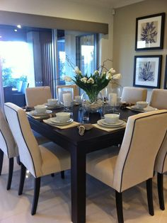 Michelle - Blog #I #love the #square #tables Fonte : https://s-media-cache-ak0.pinimg.com/originals/12/42/02/124202d701bfc762299e042883c78e65.jpg